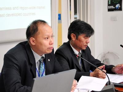 Ông Pisit Puapan (trái) và PGS. TS Lê Xuân Bá tại buổi công bố báo cáo